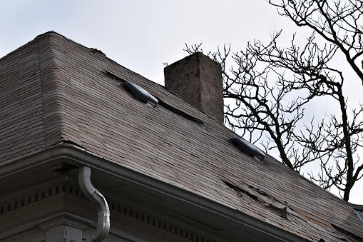 3 Signs You May Need A New Roof Topper Construction
