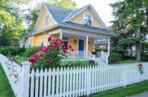 How to Keep Your Vinyl Siding Look Its Best This Spring